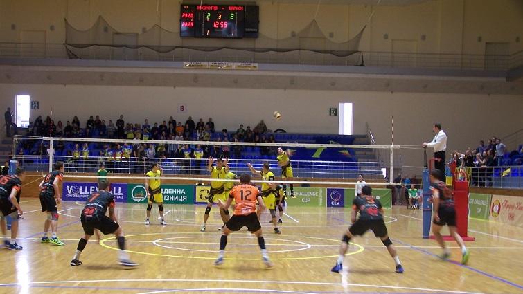Волейбол. Локомотив обменялся победами с Барком Кажанами