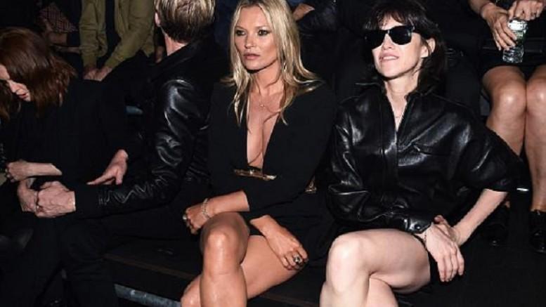 Легенда 90-х Кейт Мосс была замечена в ультра коротком комбинезоне