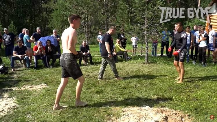 Кикбоксер против ЗОЖника - бой на природе в рамках True Gym MMA