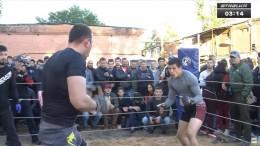 Регбист против двух бойцов без правил. В России прошел невероятный поединок