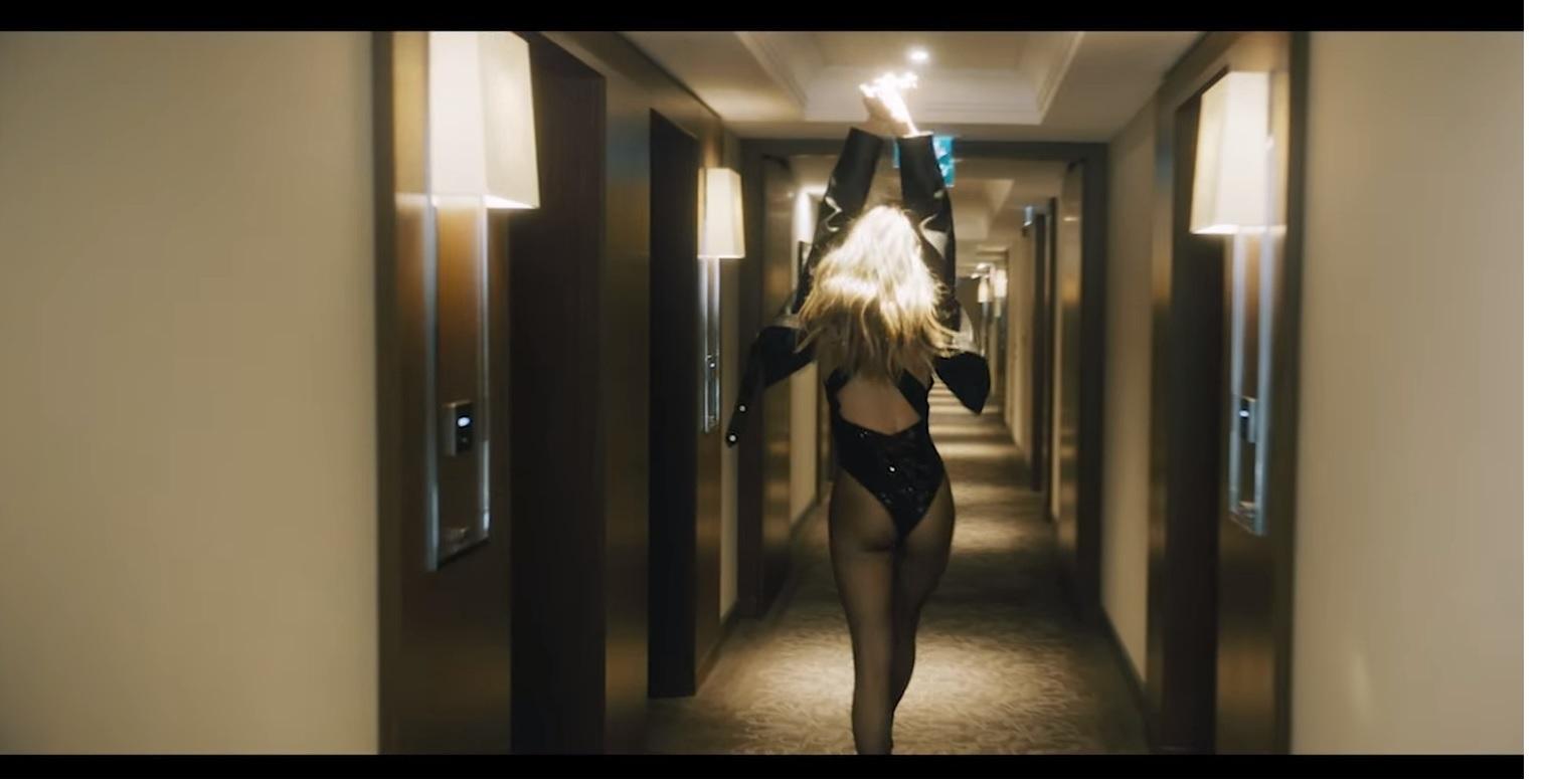 """Ягодицы Веры Брежневой в клипе """"Я не святая"""" посмотрели более пяти миллионов человек"""
