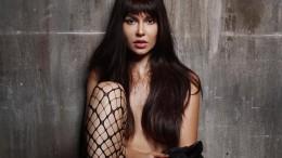 Звезда Playboy Мария Лиман тестирует нижнее бельё и выставляет ягодицы (8 фото)