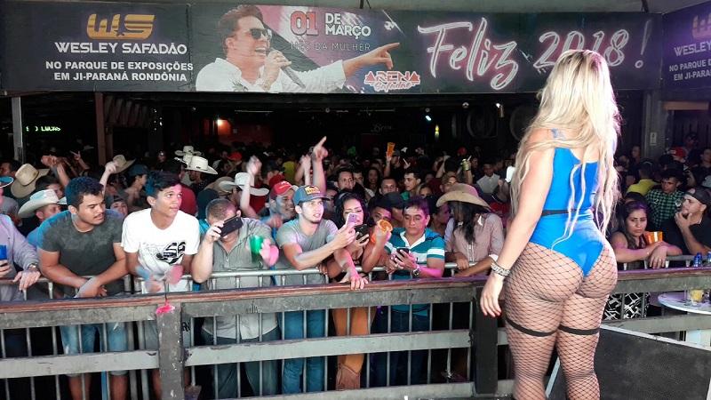 МС Бандида прославилась за счет большой попы (16 фото)