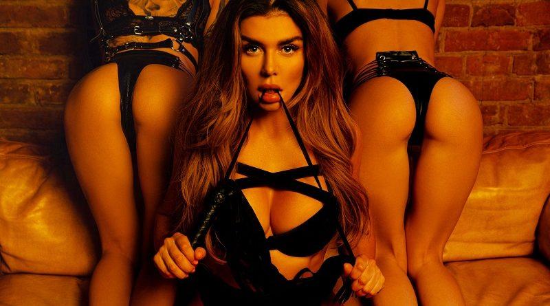 Анна Седокова провела скромную фотосессию для Playboy (12 фото)