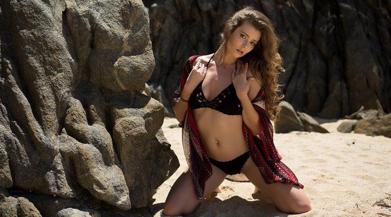 Лорен Ли была заснята Playboy на пляже в пикантных позициях (27 фото)