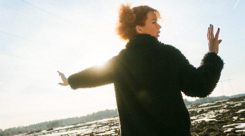 Алиса Гребенщикова — сборник горячих фотографий (32 фото)