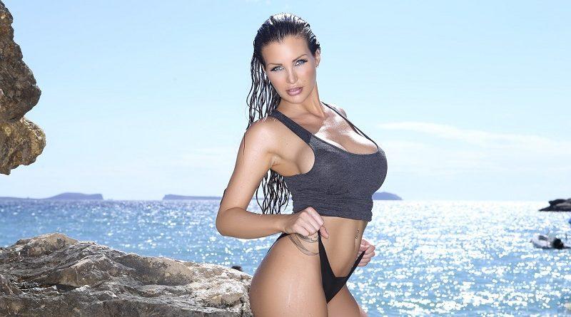 Хелен Де Муро активно публикуется в Playboy (70 фото)